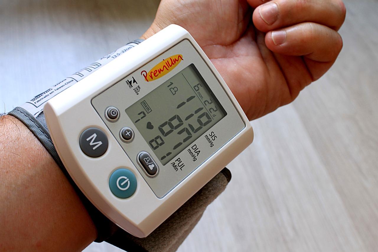 aparelho de medir pressão digital de pulso